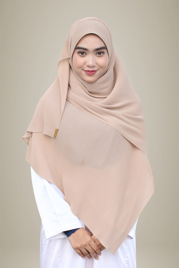Hasna Pleated Plain - Latte
